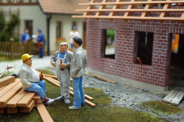 Stavební dělníci jako figurky