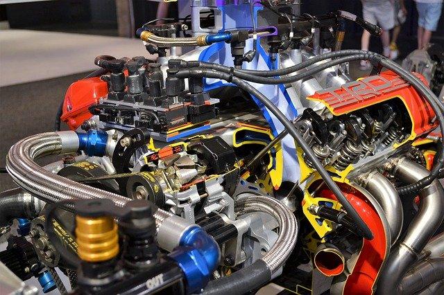 závodní motor.jpg