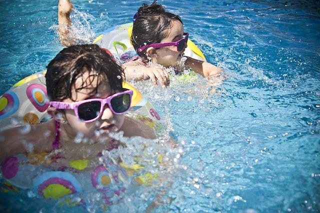 dívky v bazénu.jpg